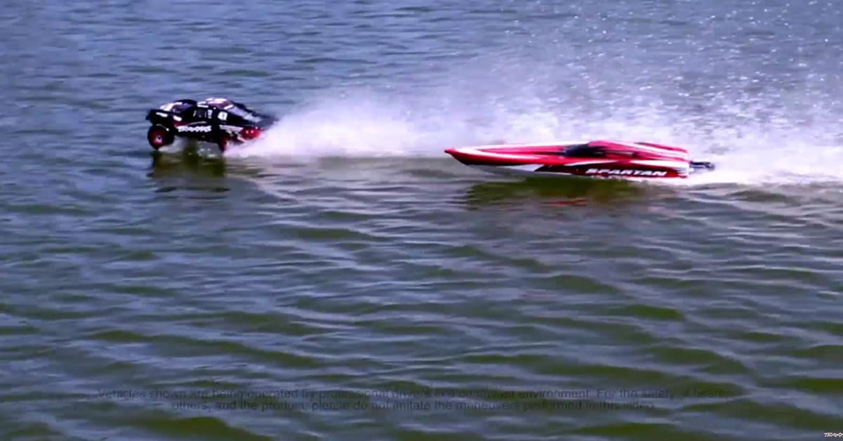 Slash-Hydroplane-vs.-Spartan-Who-Wins